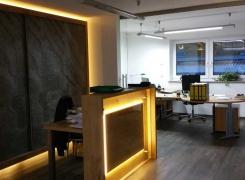 Ein Blick in die neuen Büroräume (Empfang) in Blaichach